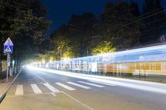 Licht spoor van de gedreven tram Stock Fotografie