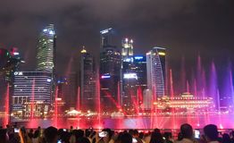 Licht toon in Marina Bay Sand in Singapore stock foto