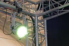 Licht und ein Schatten des Stadiumsreflektors Lizenzfreie Stockfotos