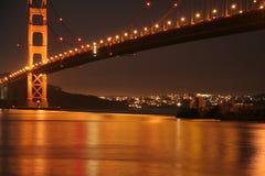 Gouden de Nachtlicht van golden gate bridge stock afbeelding