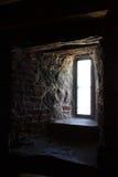 Licht van venster in dikke steenmuur Royalty-vrije Stock Foto