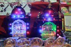 Licht verfraaid godsstandbeeld in een opslag stock fotografie