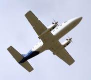 Licht Vliegtuig van onderaan stock afbeeldingen