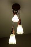 Licht von einer Lampe auf der Decke Lizenzfreies Stockfoto