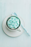 Lichtblauwe cupcake Stock Fotografie