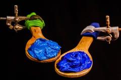 Lichtblauwe en donkerblauwe kleureninkt voor druk op T-stukoverhemd Stock Afbeelding