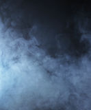 Lichtblauwe rook op een zwarte achtergrond Royalty-vrije Stock Fotografie