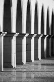 Lichtbogen auf einem Gebäude lizenzfreie stockfotos