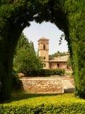 Lichtbogen des Alhambra-Gartens Stockfotografie