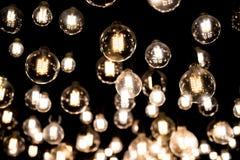 Lichte Bollen die in het wilde weg met onzichtbare kettingen hangen Royalty-vrije Stock Afbeeldingen