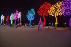 Lichte bomen op de straat voor Kerstmis in Managua Stock Foto's