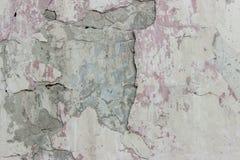 Lichte cementmuur met barsten stock foto