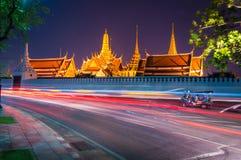 Lichte gebogen lijnen in Wat Phra Kaew Stock Foto