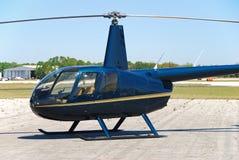 Lichte helikopter ter plaatse stock foto's