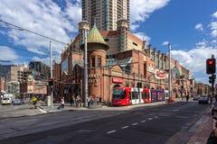 Lichte het spooreinden van Sydney bij de Markten van de Padie Het lichte spoor van Sydney stock foto's