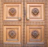 Lichte houten kasteeldeur Stock Afbeelding