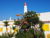 Lichte Huis en Huizen op Ilha DE Culatra Portugal royalty-vrije stock afbeelding