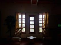 Lichte komst uit een venster stock afbeelding