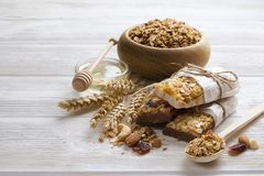 Lichte koolhydraat en proteïne - het rijke ontbijt van de granola yougurt de hele dag energie stock fotografie