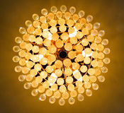 Lichte kristallen bolkroonluchter Royalty-vrije Stock Foto's