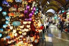 Lichte opslag in Grote Bazaar van Istanboel, Turkije stock afbeeldingen