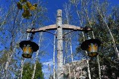 Lichte post met oude lantaarns royalty-vrije stock afbeeldingen