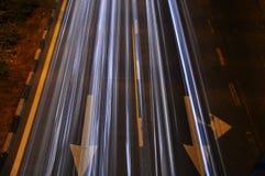 Lichte sleep op de weg met pijl Stock Afbeeldingen