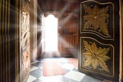Lichte stralen van de oude houten deur Royalty-vrije Stock Foto
