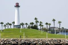 Lichte toren op de kust Stock Afbeeldingen