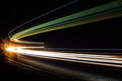 Lichte tralightslepen in tunnel Lange blootstellingsfoto in een tunel Royalty-vrije Stock Fotografie