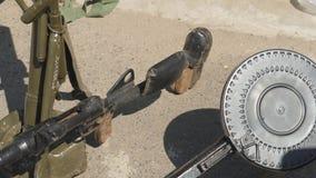 Lichte wapens van Wereldoorlog II stock footage