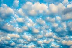 Lichte wolken Stock Afbeeldingen