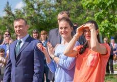 Lichte Yar Het gebied van Volgograd Rusland - Juni 2 2017 Olympische kampioen Yelena Isinbayeva en Sofia Velikaya bij het openen  Royalty-vrije Stock Foto's