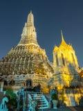 Lichteffect van pagode van dageraadtempel Stock Foto's