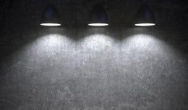 Lichten die in Front Of Concrete Wall hangen Stock Foto