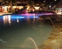 Lichten die over een Caraïbische toevluchtpool worden weerspiegeld, Royalty-vrije Stock Fotografie