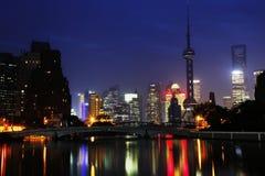 Lichten door rivier Royalty-vrije Stock Fotografie