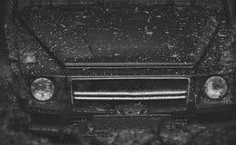 Lichten en bonnet met modder worden behandeld die Een geplakte deel van auto royalty-vrije stock afbeeldingen