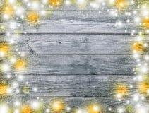 Lichten en Sneeuwvlokken op Houten Achtergrond Vrolijke Kerstmis en stock afbeelding