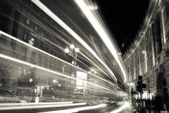 Lichten van een stad bij nacht stock afbeeldingen