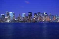 Lichten van NY vlak na zonsondergang royalty-vrije stock foto's
