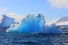 Lichtende ijsberg Royalty-vrije Stock Afbeeldingen
