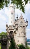 Lichtenstein slott bak träd Arkivbild