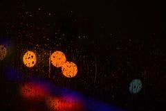 Lichter der Straße oder der bunten Girlande defocused als schöner Hintergrund Hintergrundkonzept Beleuchtet defocused hinteres na Lizenzfreie Stockbilder