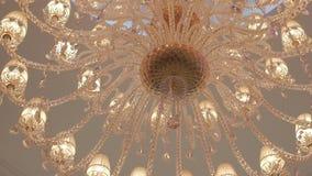 Lichter des modernen Leuchters Beleuchtungsdekor Nahes hohes des Leuchters stock footage