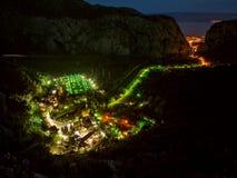 Lichter am Dorf Stockfotos