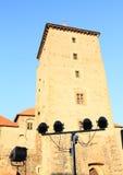 Lichter vor Turm auf Svihov-Schloss Lizenzfreie Stockbilder