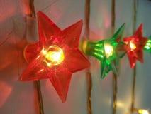 Lichtereignisfestival-Parteifeier genießen die Weihnachtsosterferien glücklich Lizenzfreie Stockfotografie