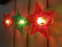 Lichtereignisfestival-Parteifeier genießen die Weihnachtsosterferien glücklich Stockfotos