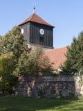Lichterfelde-Dorfkirche-Feldsteinmauer Foto de archivo libre de regalías